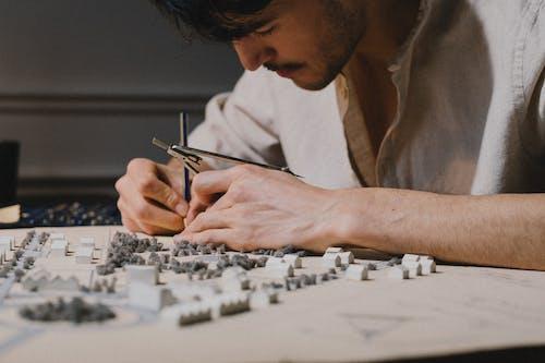 Foto profissional grátis de adulto, arquiteto, arquitetura