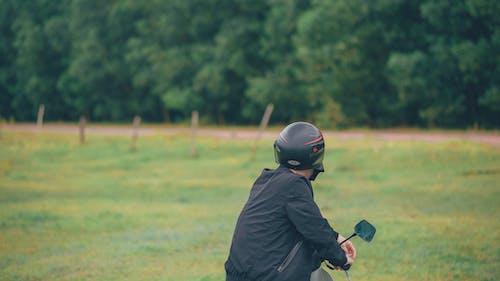 Základová fotografie zdarma na téma bunda, chlápek, helma, hloubka ostrosti