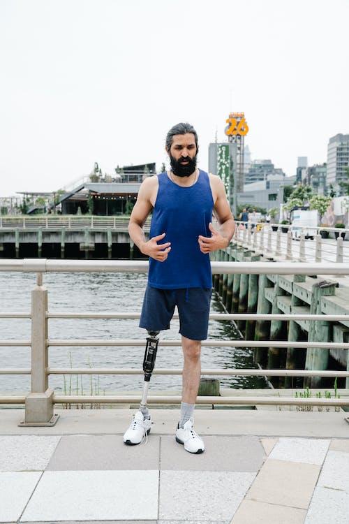 Man with prosthetic leg in sportswear