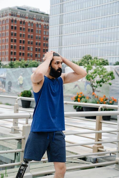Foto profissional grátis de adulto, ao ar livre, barba
