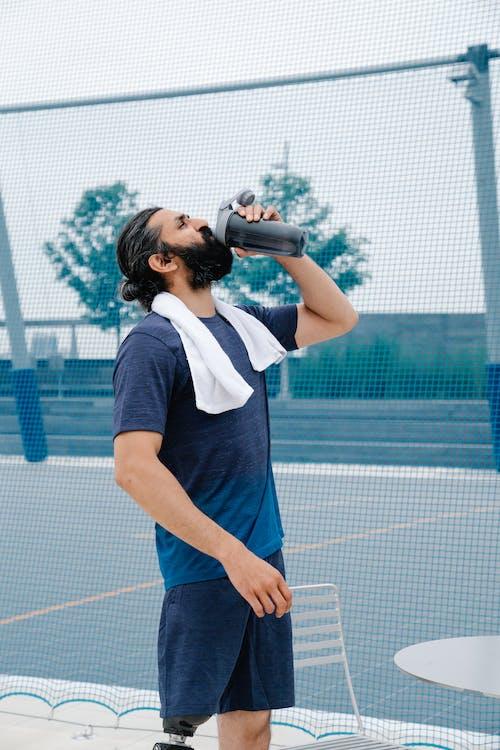 Foto d'estoc gratuïta de a l'aire lliure, adult, ampolla d'aigua