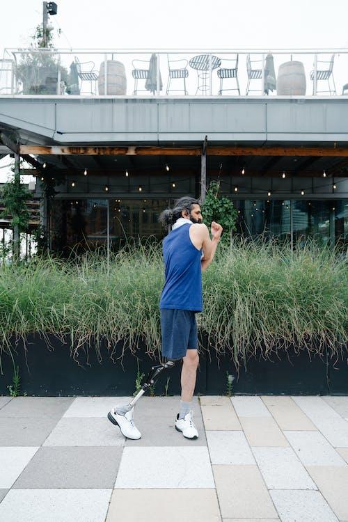 Foto profissional grátis de adulto, alongamento, ao ar livre