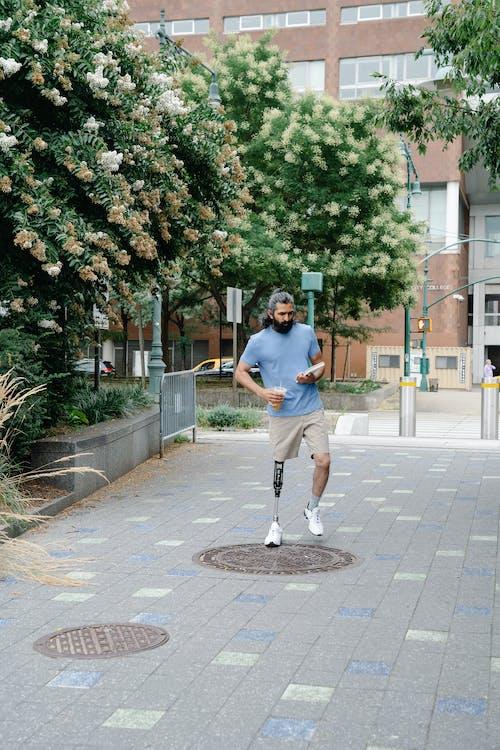 Безкоштовне стокове фото на тему «арабська людина, вигляд спереду, Вулиця»