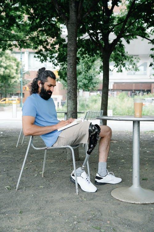 Безкоштовне стокове фото на тему «борода, вид збоку, день»