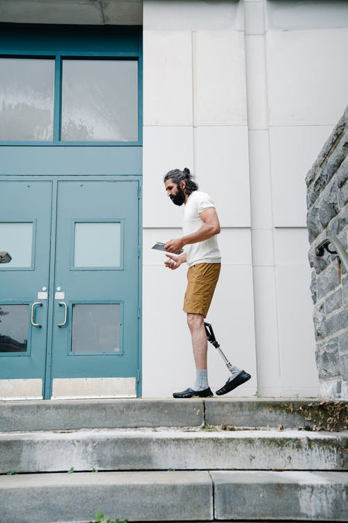 açık hava, adam, ayakkabılar içeren Ücretsiz stok fotoğraf