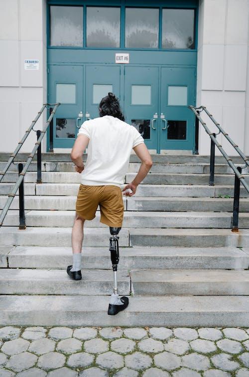 人, 休闲服装, 假腿 的 免费素材图片