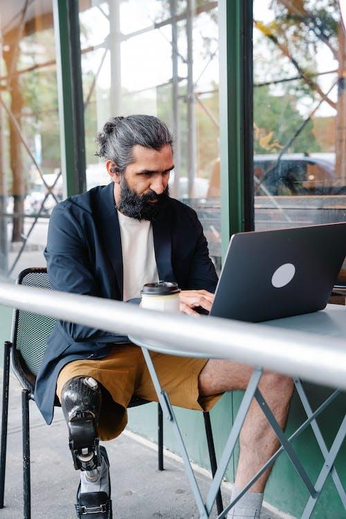 Δωρεάν στοκ φωτογραφιών με cafe, laptop, smart casual