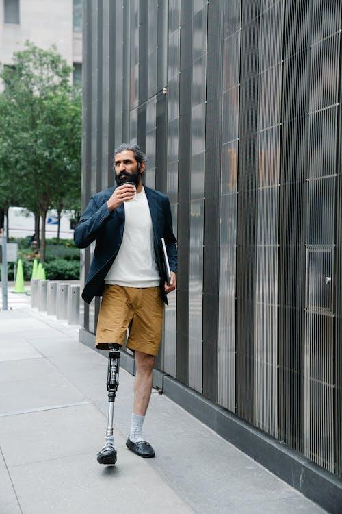人, 假腿, 城市 的 免费素材图片