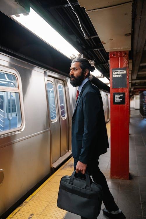 Základová fotografie zdarma na téma formální oblečení, metro, muž