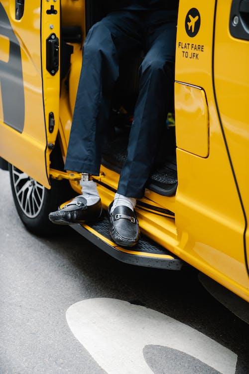 Základová fotografie zdarma na téma auto, doprava, kalhoty