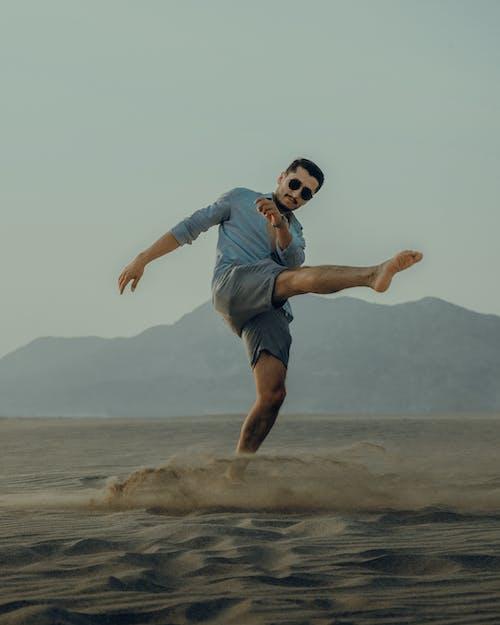Immagine gratuita di a piedi nudi, abilità, acqua