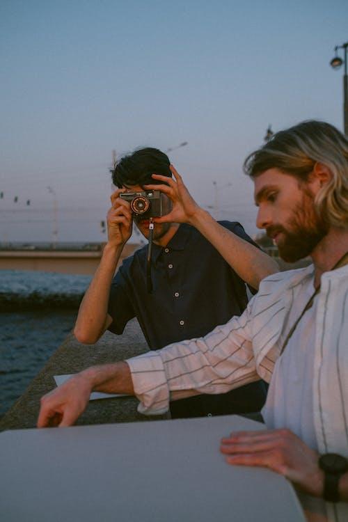 Fotobanka sbezplatnými fotkami na tému analógový fotoaparát. analógová kamera, cestovať, Copyspace