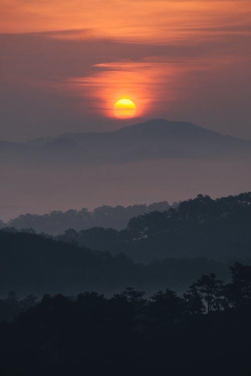Безкоштовне стокове фото на тему «вечір, вода, гора»
