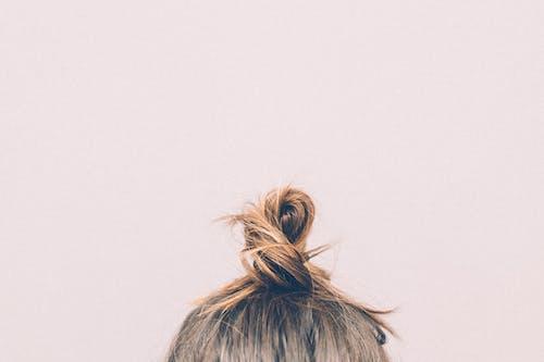 Безкоштовне стокове фото на тему «булочка, волосся, Дівчина, жінка»
