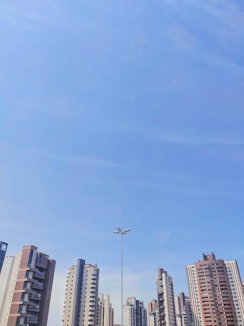 Kostenloses Stock Foto zu architektur, blauer himmel, business