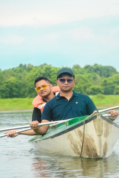 Darmowe zdjęcie z galerii z górskie jezioro, kajakarstwo, pływanie łodzią