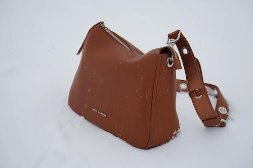 Kostnadsfri bild av adolfo dominguez, berg, brun, handväskor