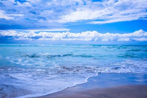 Immagine gratuita di acqua, cielo azzurro, mare, nuvole