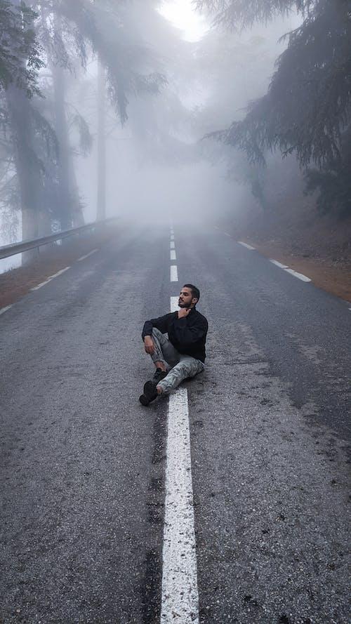 Kostenloses Stock Foto zu asphalt, beratung, einsamkeit