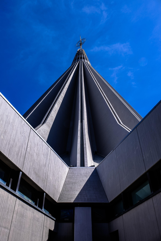 Kostenloses Stock Foto zu architektur, architekturdesign, aufnahme von unten, blauer himmel