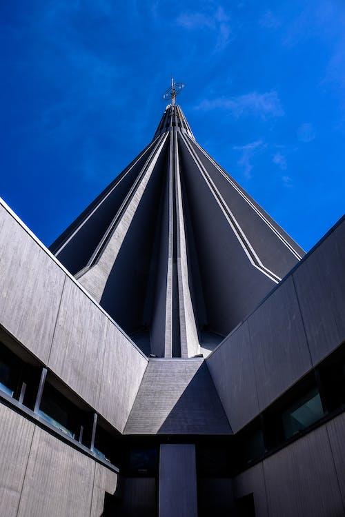 Darmowe zdjęcie z galerii z architektura, błękitne niebo, budynek, chmury