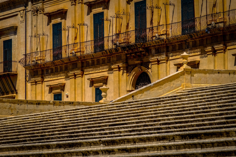 Kostenloses Stock Foto zu architektur, außen, balkon, reise