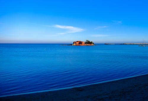 Бесплатное стоковое фото с берег моря, вода, голубой, дом