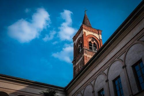 Darmowe zdjęcie z galerii z budynek, kościół, niebieski, niebo