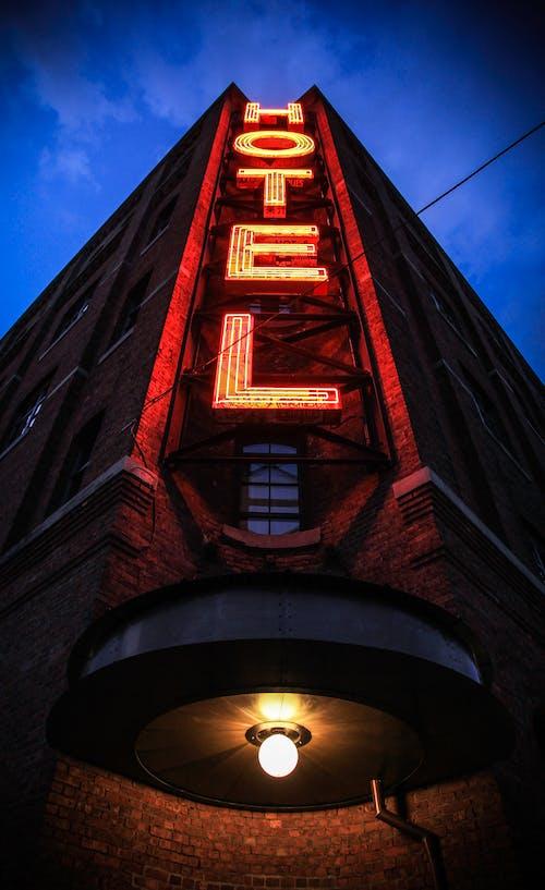 Foto profissional grátis de hotel, leve, perspectiva, sinal de neon