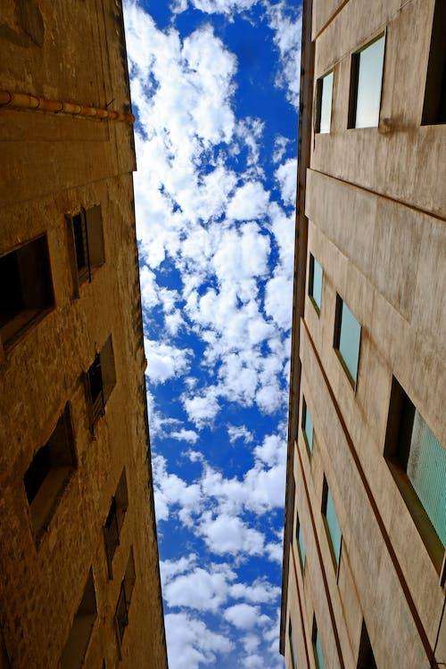 天空, 建築, 視角, 雲 的 免费素材照片