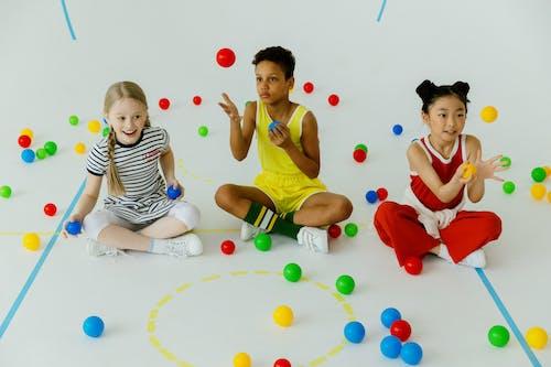 Fotobanka sbezplatnými fotkami na tému balón, byť spolu, deti