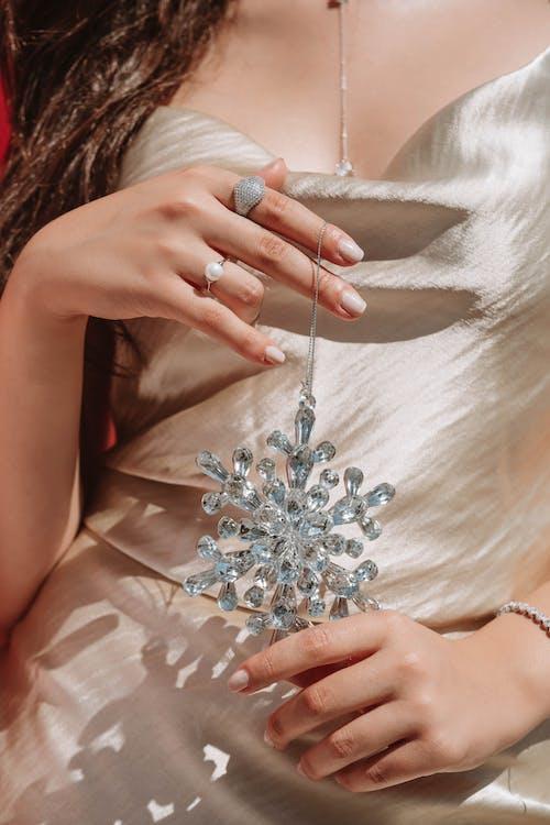 Foto d'estoc gratuïta de anells, cabells llargs, decoració