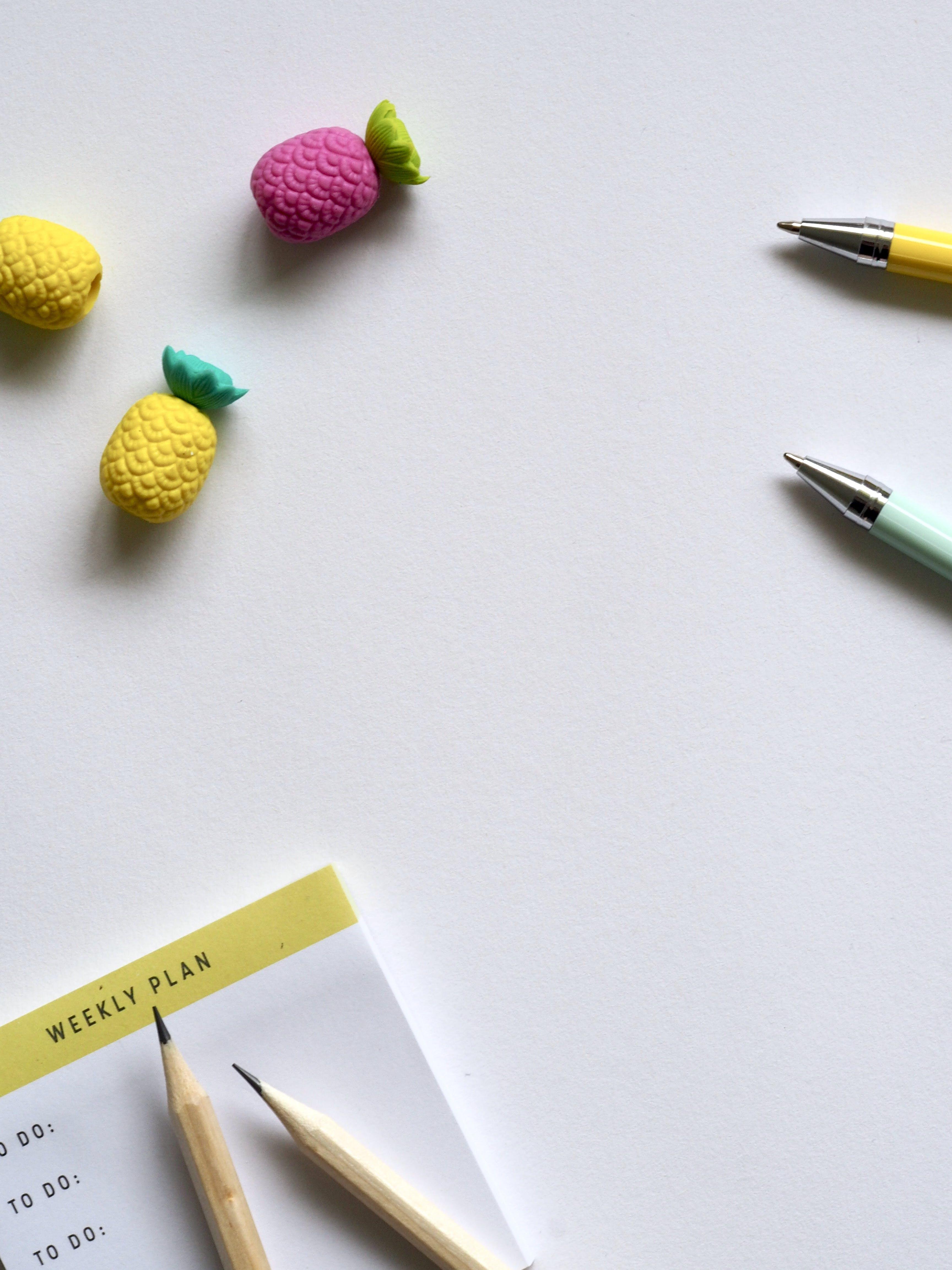 Kostenloses Stock Foto zu ananas, ballpens, bleistifte, drinnen