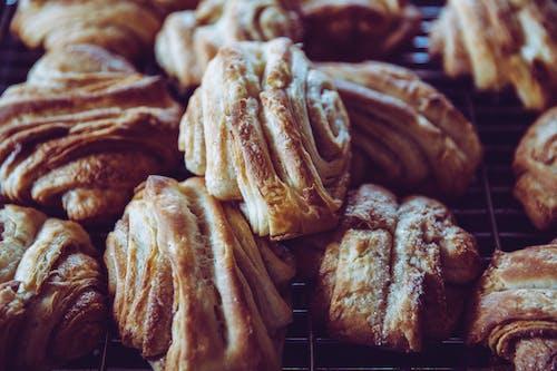 Ingyenes stockfotó barna, croissant-ok, finom, kenyerek témában