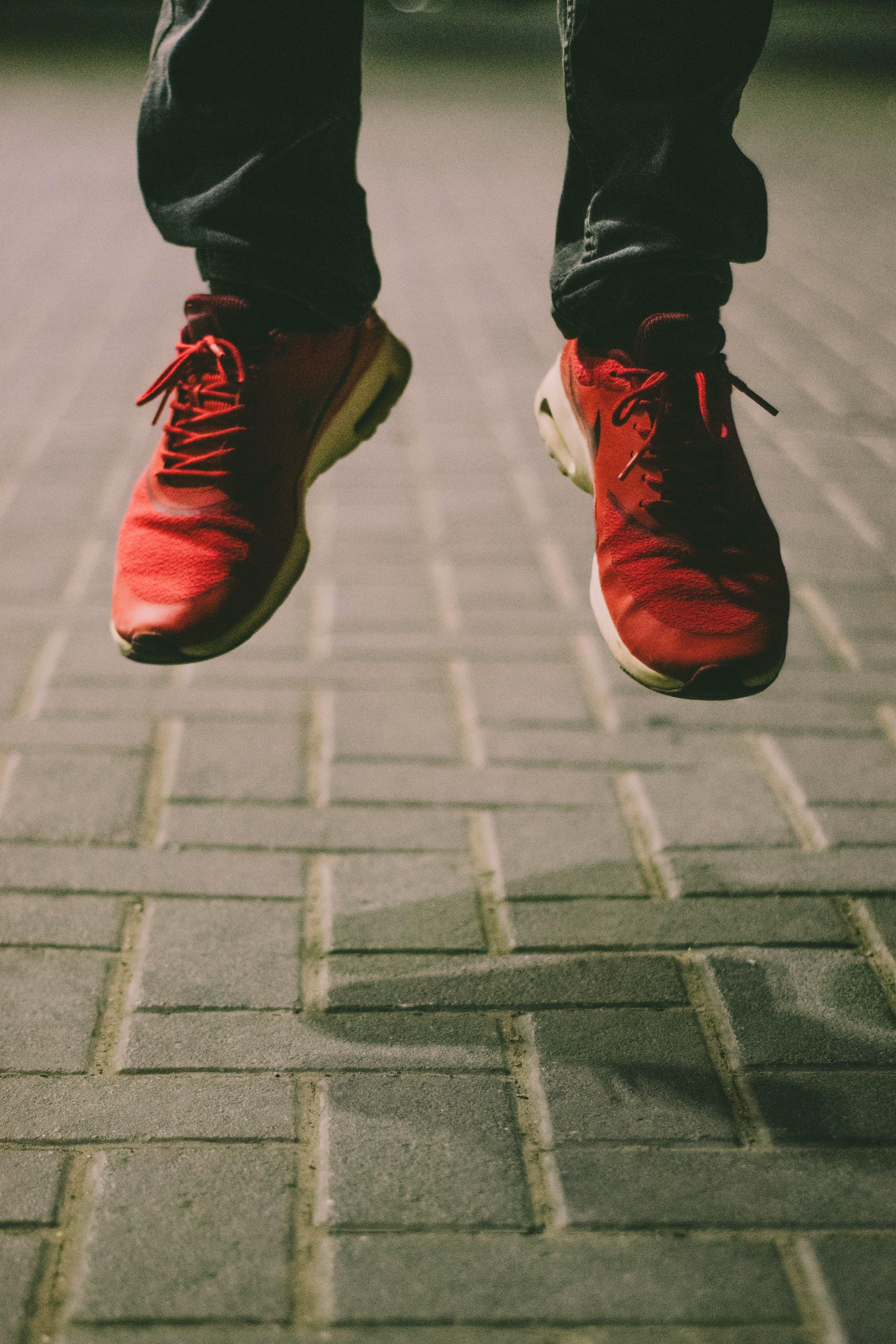 คลังภาพถ่ายฟรี ของ กระโดด, การกระโดด, รองเท้า, รองเท้าผ้าใบ