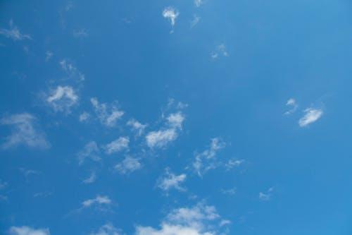 Kostenloses Stock Foto zu atmosphäre, blau, blauer himmel, draussen