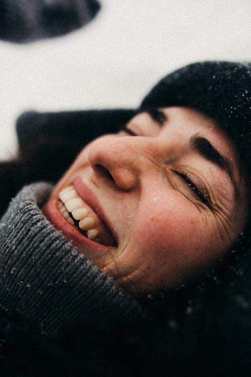 Fotobanka sbezplatnými fotkami na tému chladný, čiapka, dospelý