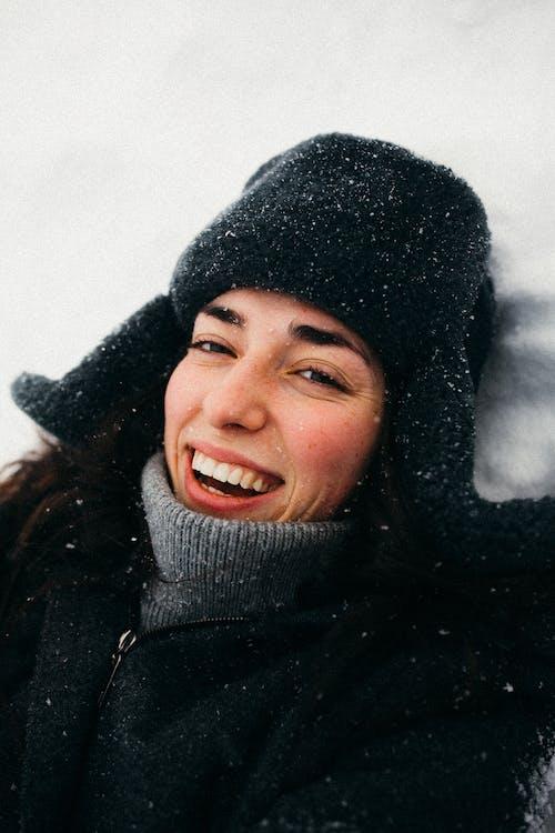 Fotobanka sbezplatnými fotkami na tému chladný, čiapka, deň