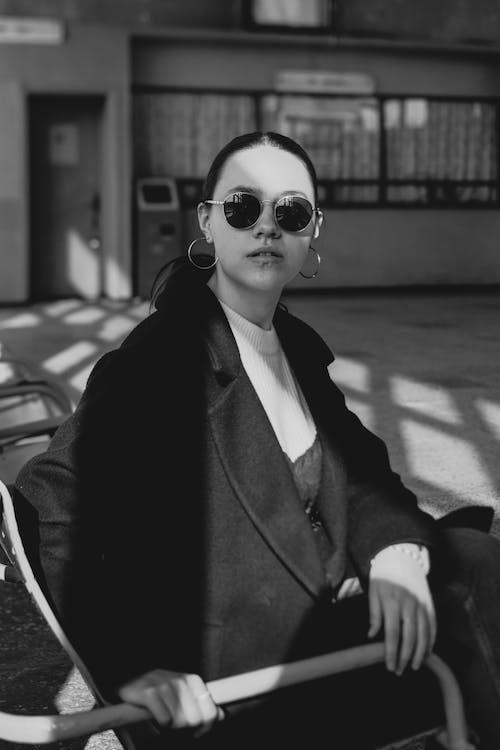 Gratis lagerfoto af dag, frakke, kaukasisk kvinde