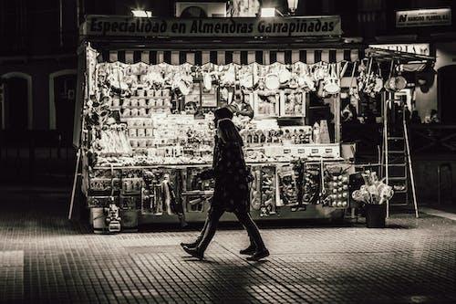 Darmowe zdjęcie z galerii z czarno-biały, handel, kobieta, ludzie
