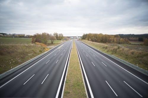 Fotobanka sbezplatnými fotkami na tému asfalt, autostráda, cesty, deň