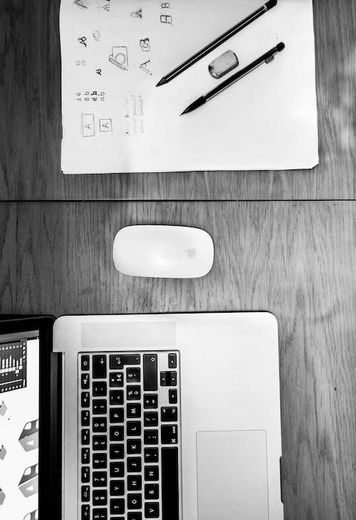 滑鼠, 筆記本電腦, 蘋果, 鉛筆 的 免費圖庫相片