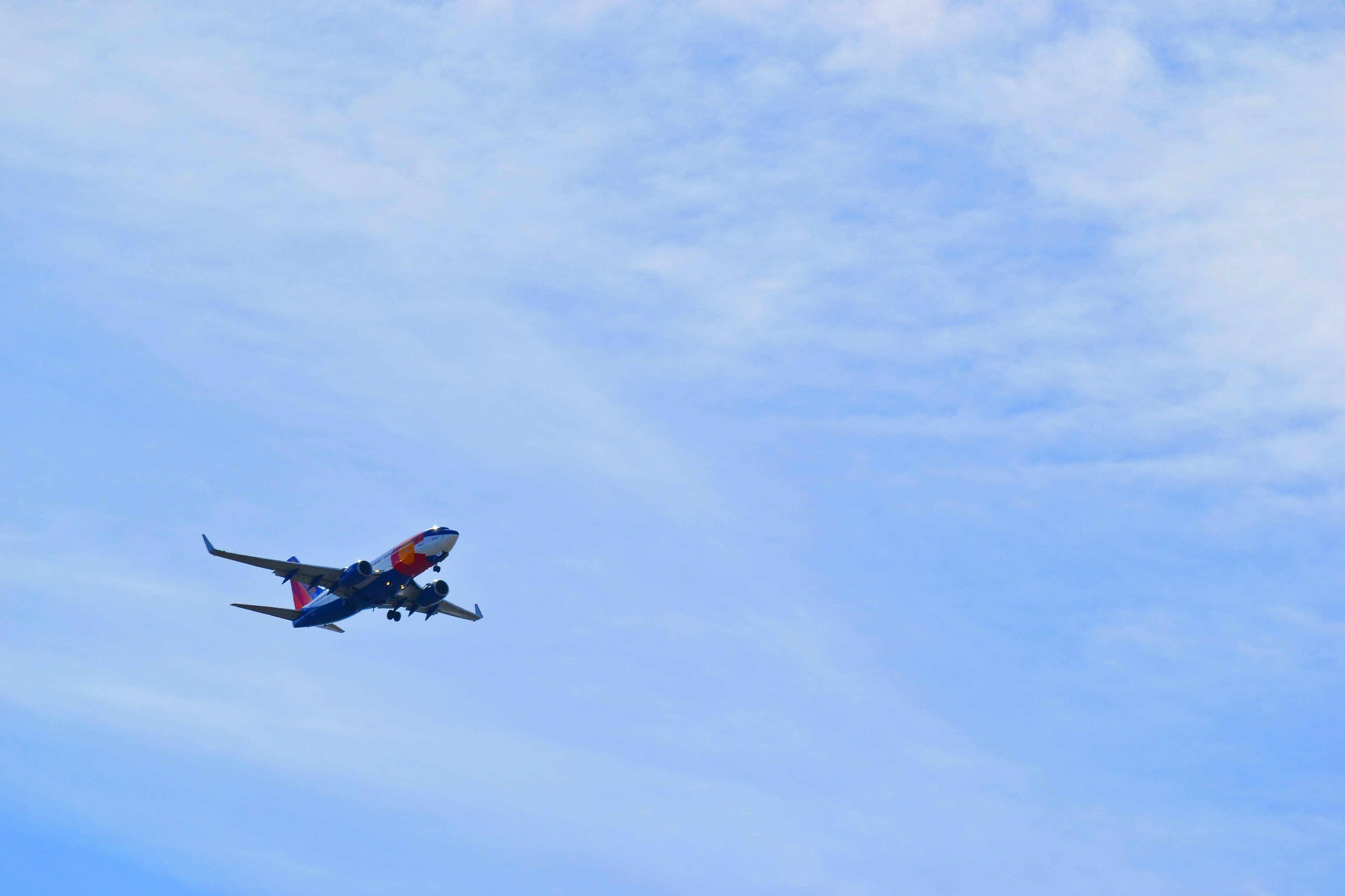 Foto profissional grátis de aeronáutica, aeronave, céu, luz do dia