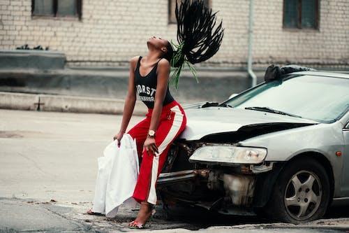 Ilmainen kuvapankkikuva tunnisteilla afroamerikkalaiset naiset, ajoneuvo, asu, auto