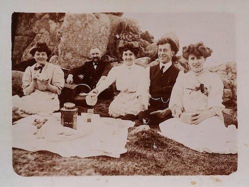 Darmowe zdjęcie z galerii z administracja, czarno-biały, cztery