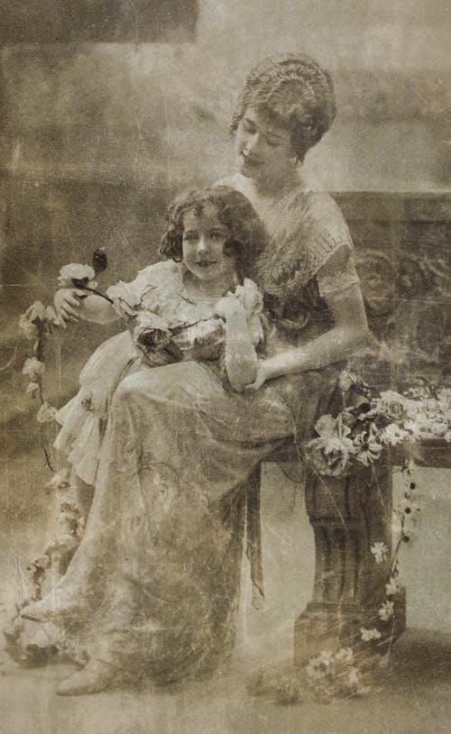Darmowe zdjęcie z galerii z córka, czarno-biały, danaid