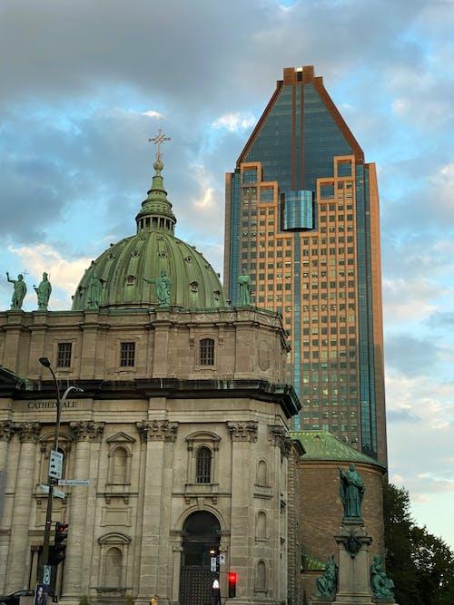 Gratis stockfoto met kerk en gebouw, oud en nieuw, verleden en heden