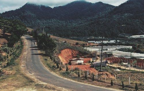 Gratis stockfoto met berg, boerderij, gewas, sportveld