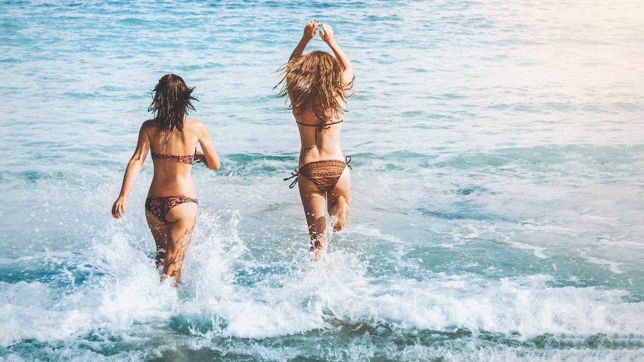 Foto profissional grátis de água, alegria, amigos