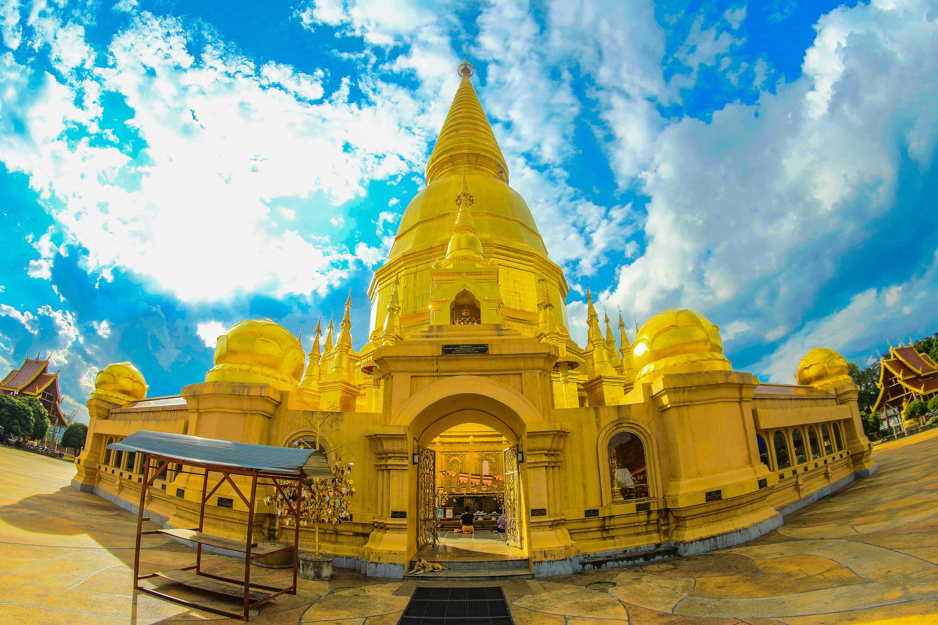 Kostenloses Stock Foto zu architektur, buddhistischer tempel, draußen, gold